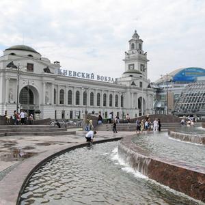 Медведев приехал на киевский вокзал